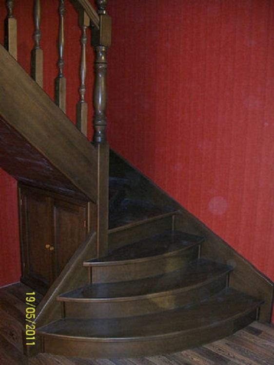 Фото поворотных лестниц на 90