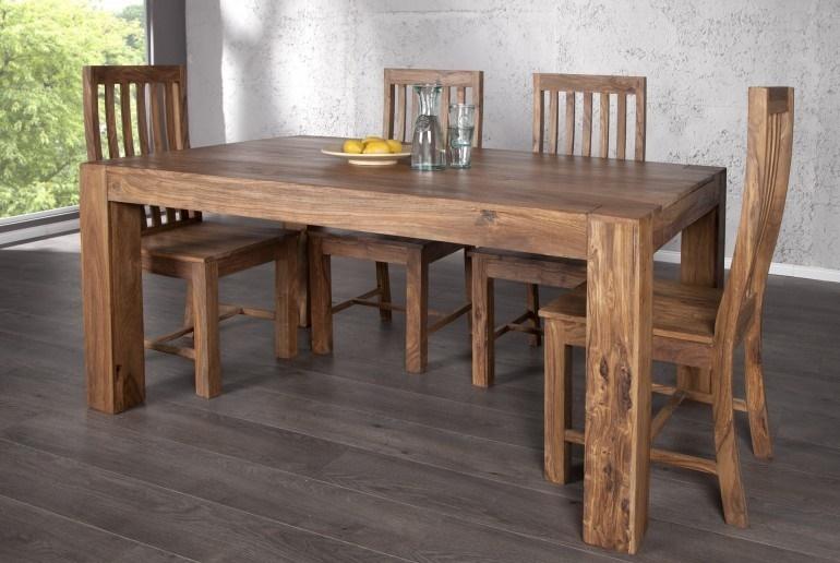 Из дерева стол и стулья